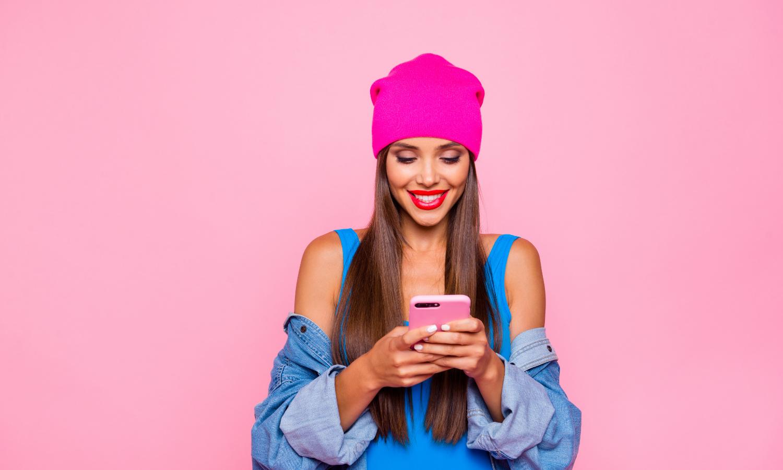 réseaux sociaux femme instagram téléphone